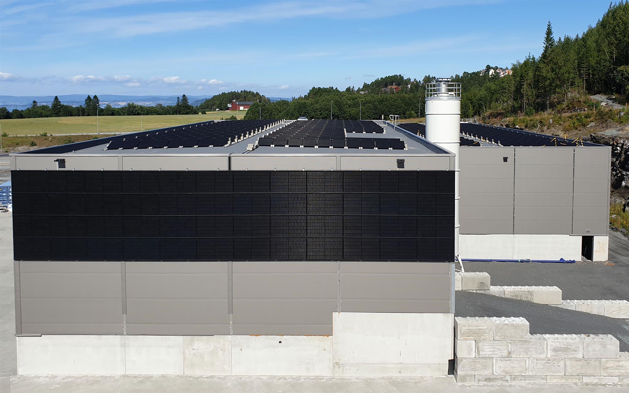 Solcelleanlegg på fabrikkbygning